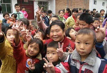 """186个孩子一个妈-记""""慈善妈妈""""史金凤"""
