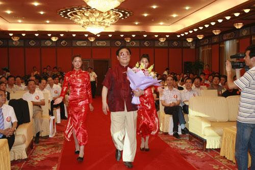 中国公益榜样爱心大使--金铁霖马秋华夫妇