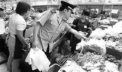 """""""限塑令""""首日肯德基外带仍用免费塑料袋(2)"""