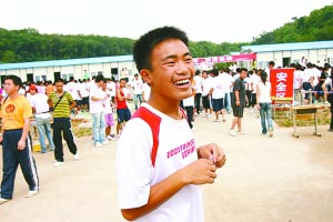 """""""新长城筹款挑战行动""""进入第二天4人现场报名"""