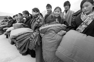 灾区学生获捐2624套棉被