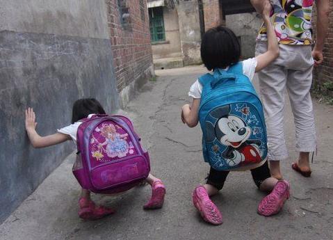 真情故事:《爬行上学的双胞胎》下集
